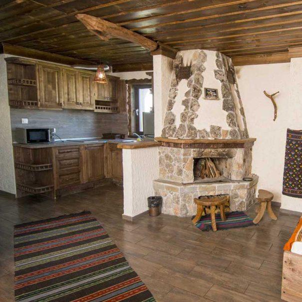 Кухня и трапезария в двуфамилна къща.