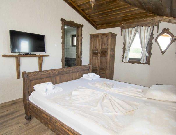 Спалня с тоалетна в къща за нощувки.