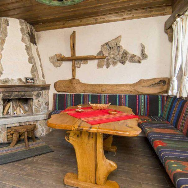 Миндер и камина в български стил