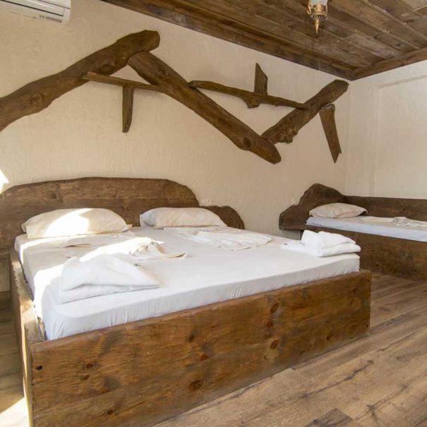 Двойна спалня и единично легло в тройна стая.