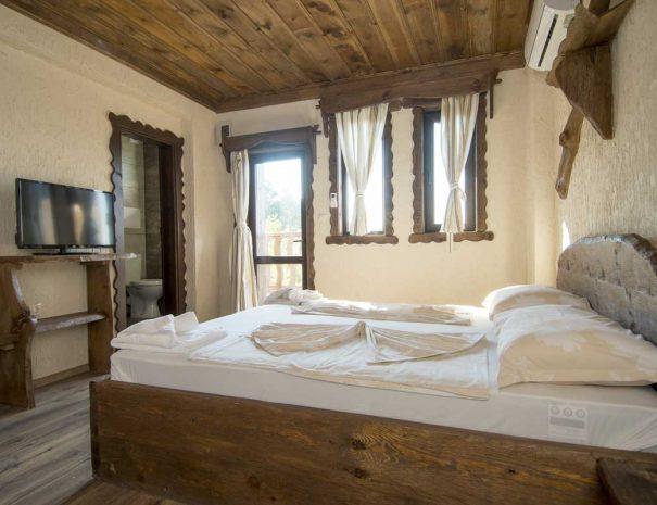 Стая с легло и тераса.