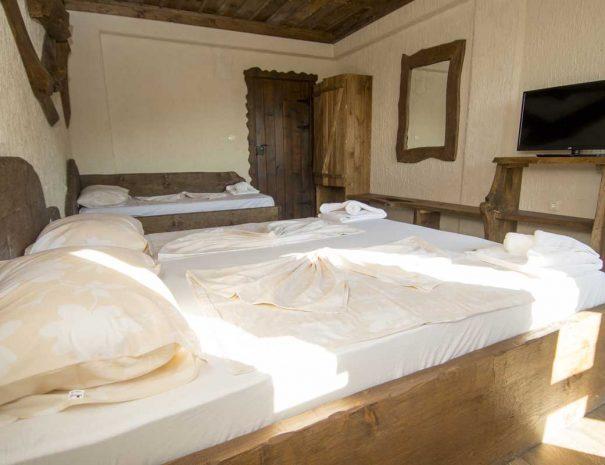 Две легла в тройна стая.